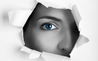 Глаз через бумагу