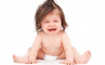 Девочка 1 год плачет