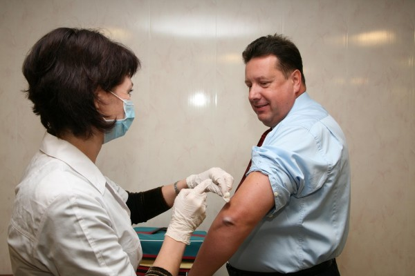 Прививка взрослому